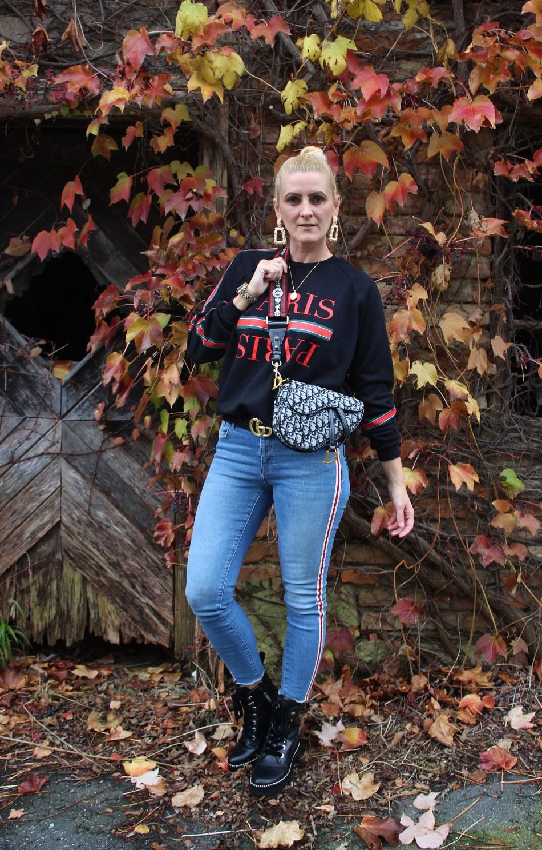 Statement-Sweater-Message-Paris-Druck-Denim-Guccibelt-Gucci-Gürtel-Dior-Saddlebag-Dr.Martens-Boots-Guess-carrieslifestyle-Tamara-Prutsch