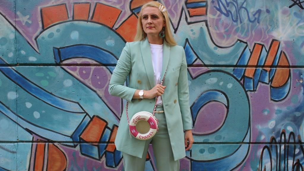Trend-Hosenanzüge-Zweiteiler-Springlook-Frühlingsfarben-Frühlingstrends-Frühlingslook-Chanel-LaPausa-White-Boots-carrieslifestyle