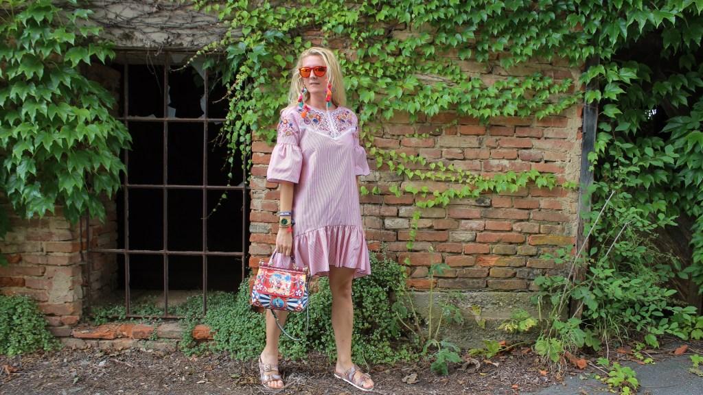 Gesundheitsschuhe-Pantoletten-D&G-Bag-Volantkleid-Volantdress-carrieslifestyle-Tamara-Prutsch