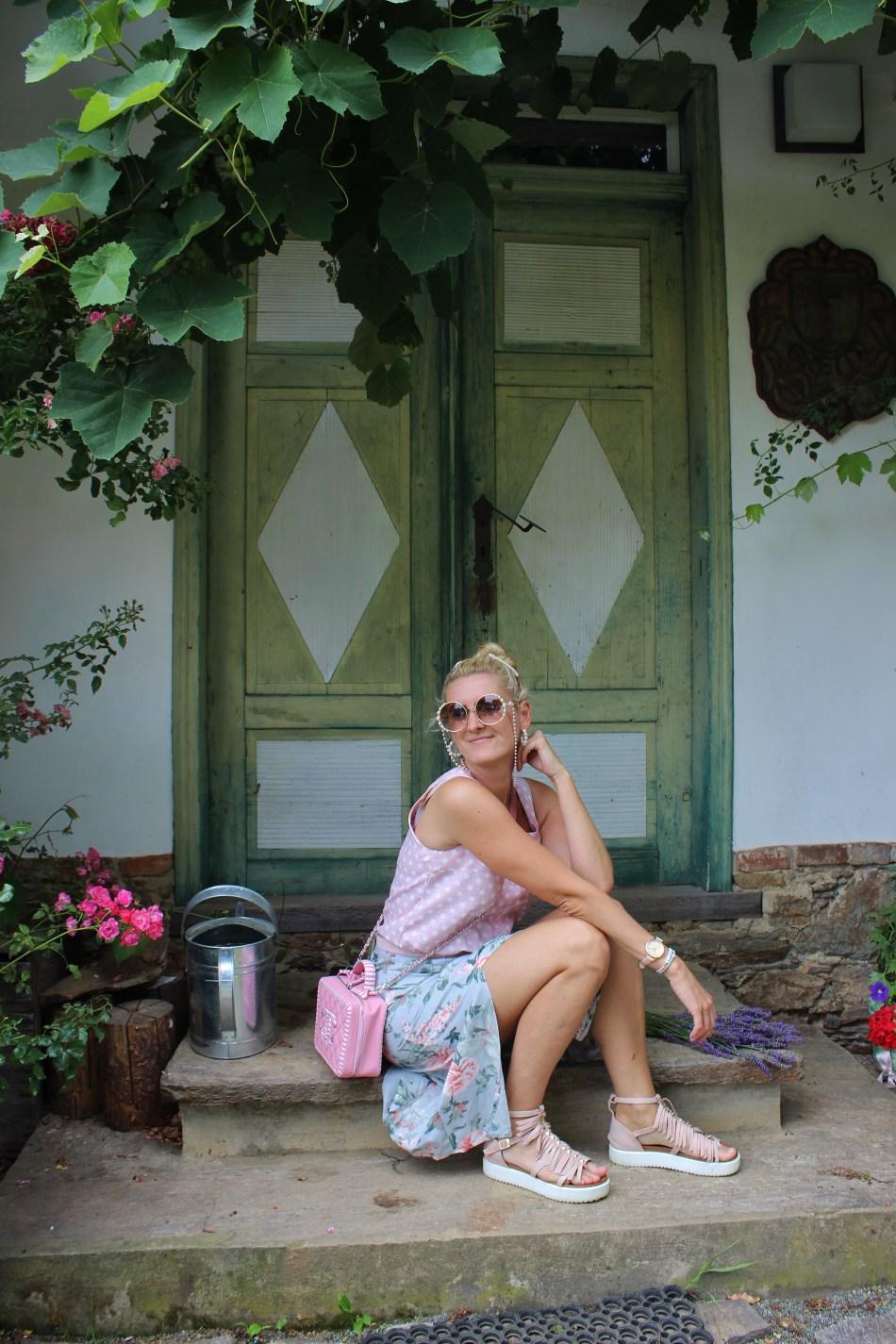 Kitzeck-Sausaler-Weinstraße-Lavendel-Pastellfarben-carrieslifestyle-Tamara-Prutsch-Chanel-Cruise-Bag