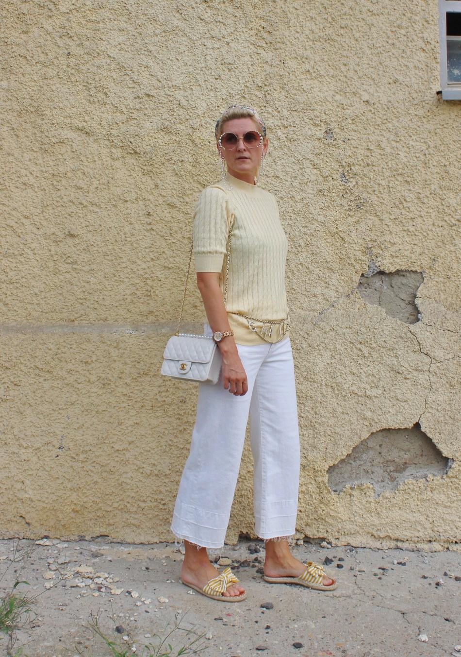 Palazzo-Jeans-Trend-Chanel-Chainbelt-Chanel-Bag-carrieslifestyle-Tamara-Prutsch-weiße-Hose-Zara