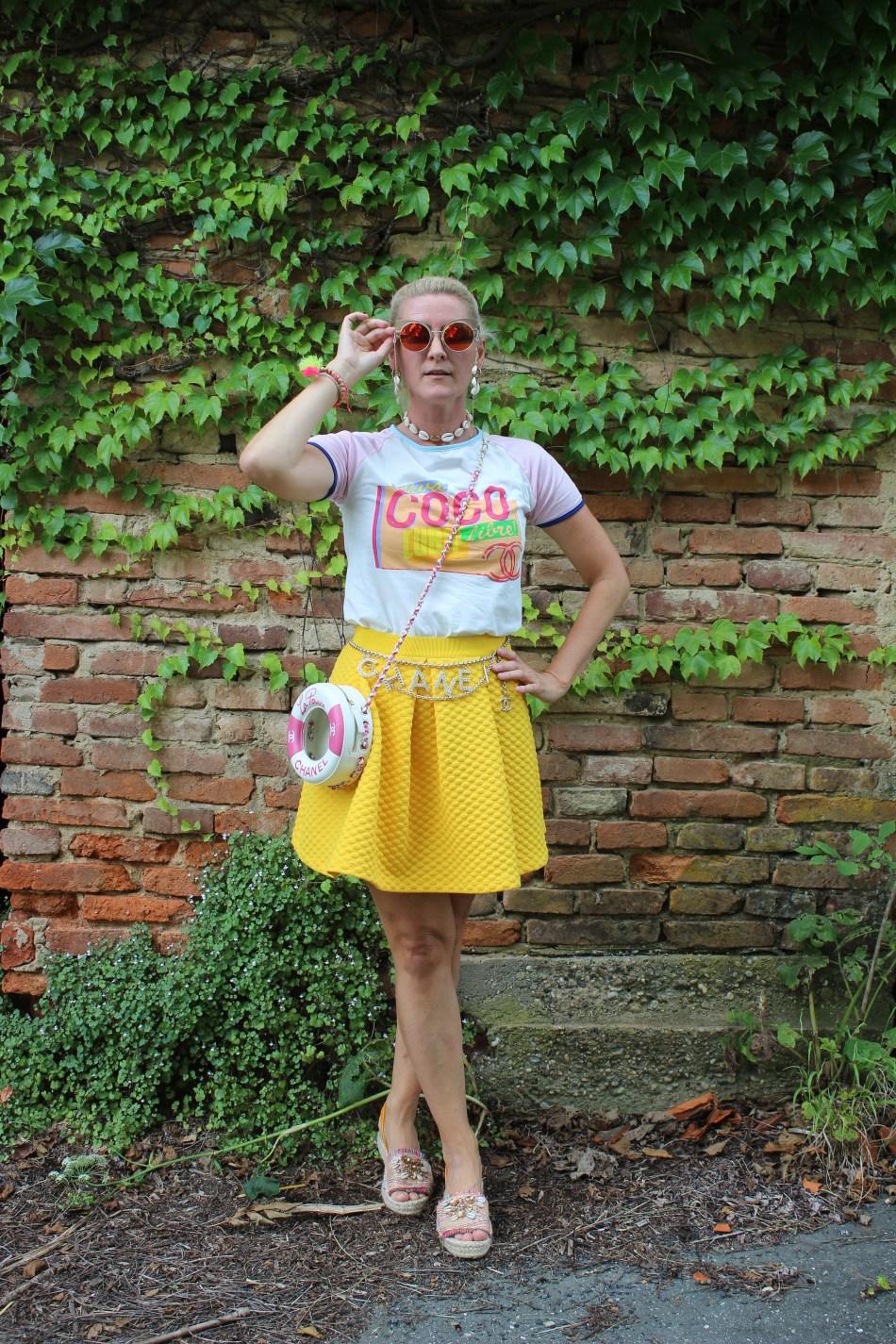 Colourblocking-Gelb-Chanel-LaPausa-Bag-Chainbelt-Kettengürtel-Coco-Chanel-Shirt-carrieslifestyle-Muschelkette