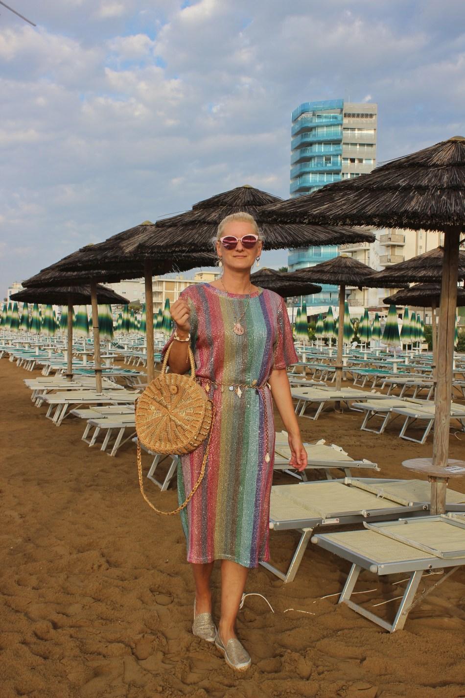 Stripes-Striped-Dress-Summerdress-Sommerkleid-Runde-Korbtasche-Espadrilles-Muschelgürtel-carrieslifestyle-Tamara-Prutsch-STtrandlook-Beachlook