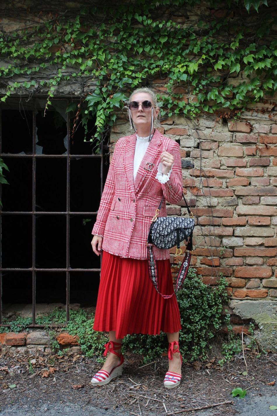 Übergangsjacken-Trend-Plissee-Rock-Dior-Saddlebag-Espadrilles-Chanel-Sonnenbrille-Carrieslifestyle-Tamara-PRutsch