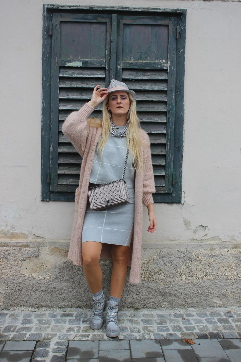 Grau-Wie-kombiniere-Altrosa-Cardigan-Chanel-Bag-carrieslifestyle-Tamara-Prutsch