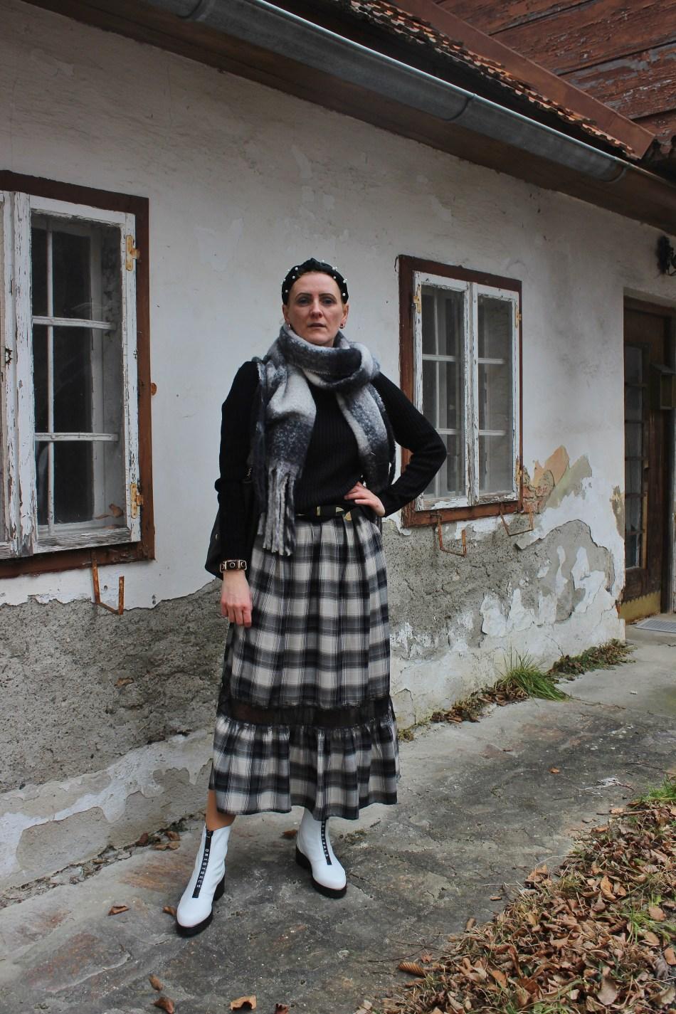 CCC-Shoes-and-Bags-Karo-Maxikleid-schwarz-weiß-carrieslifestyle-Tamara-Prutsch