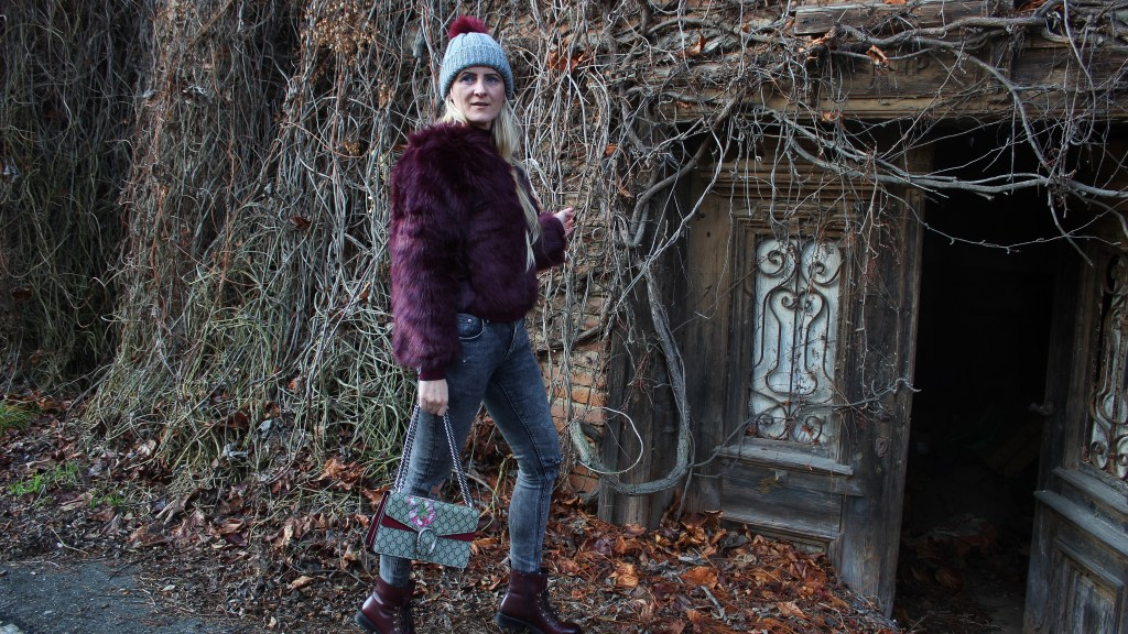 Weinred-Weinrot-Fauxfur-Jacket-Denim-Fringes-Boots-CCC-Shoes-and-Bags-carrieslifestyle-tamara-prutsch