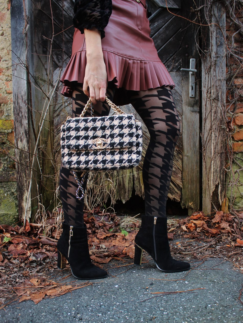 Boots-CCC-Shoes-and-Bags-Houndstooth-Hahnentritt-Muster-Tweed-Chanel-carrieslifestyle