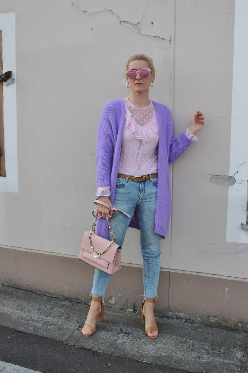 Lavendel-Trend-Denim-Volantshirt-Sandalen-Sandals-Beige-Pink-Bag-carrieslifestlye-Tamara-Prutsch-CCC Shoes and Bags