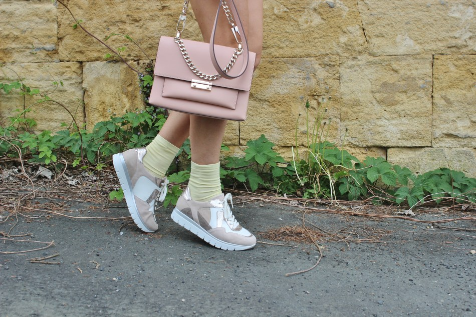 LaShoe-Fashion-Sneakers-Ugly Sneakers-Gelb-Minirock-CCC Shoes and Bags Tasche- Gina Rossi-carrieslifestyle-TAmara-Prutsch