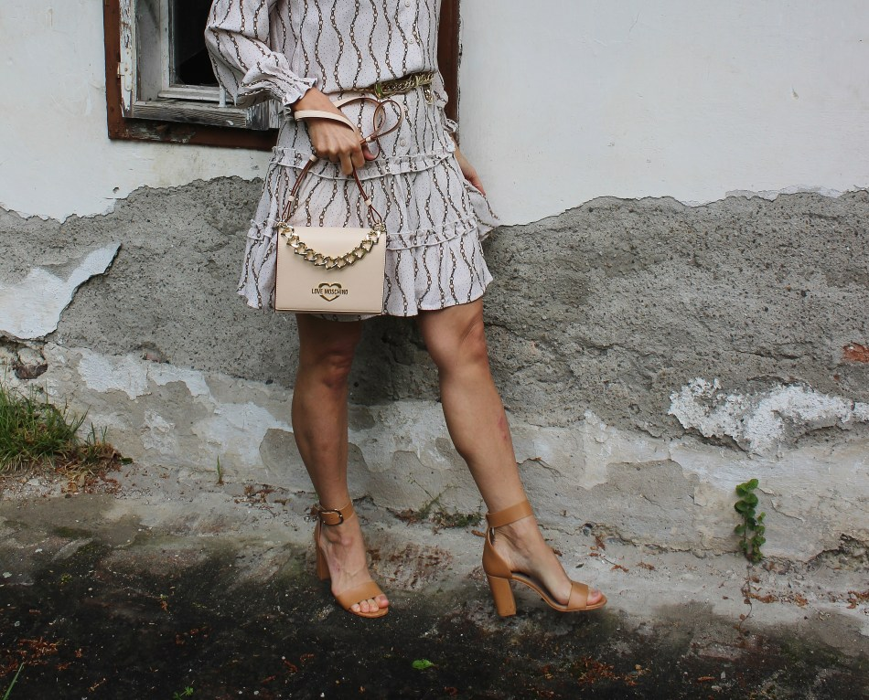 Victoria Virta-Kettenprint Kleid-Chain-Sandalen- CCC Shoes and Bags-Moschino Love Bag-carrieslifestyle-Tamara-Prutsch