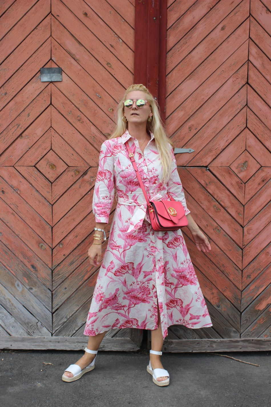 Living Coral- Pantone Farbe 2019-Trendfarbe-Trendblogger-Coral Red-Coralle-Korallrot-carrieslifestyle-Maxikleid Zara-Louis Vuitton Pont9-Tamara Prutsch-Blogger-Bloggerstyle