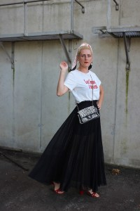 Valentino-Transparenter Rock-Transparenz-Chanel Perlentasche-Sandalen Rot Samt Gino Rossi-CCC Shoes and Bags-CCC Ambassador-Bloggerstyle-carrieslifestyle-Tamara Prutsch