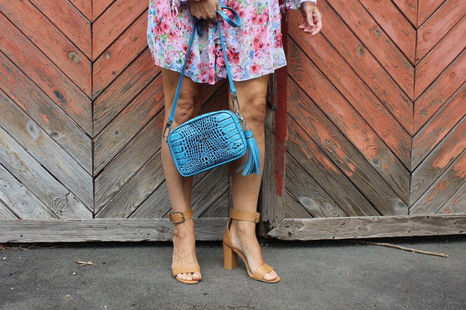 Floralprint Dress H&M-Blau-Corallrot-Korallrot-carrieslifestyle-GIno Rossi Sandalen-CCC Shoes and Bags-Tamara Prutsch-Bloggerstyle-Blogger