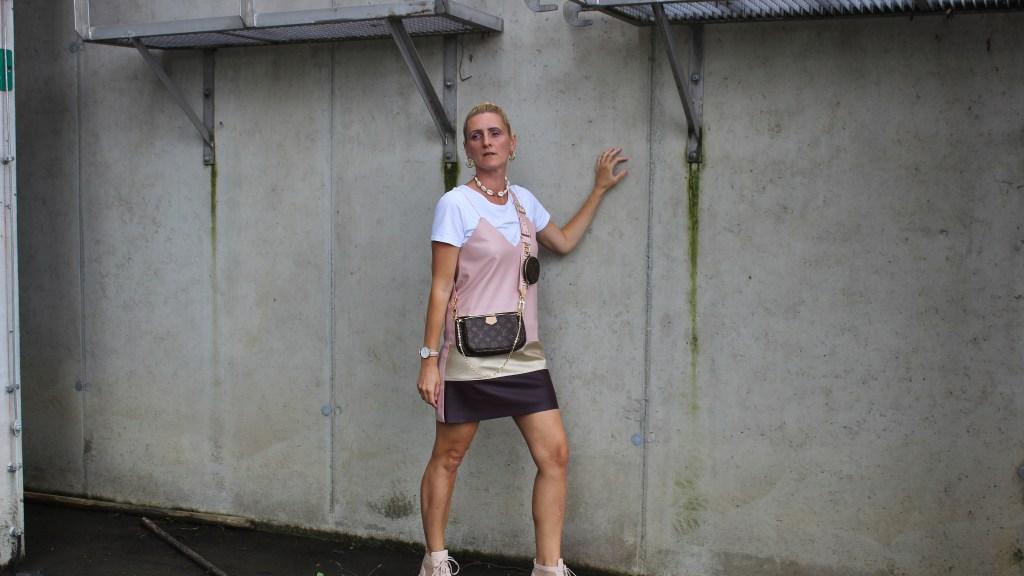 Trend Spaghettiträgerkleider- Trend Tshirt under Kleidern
