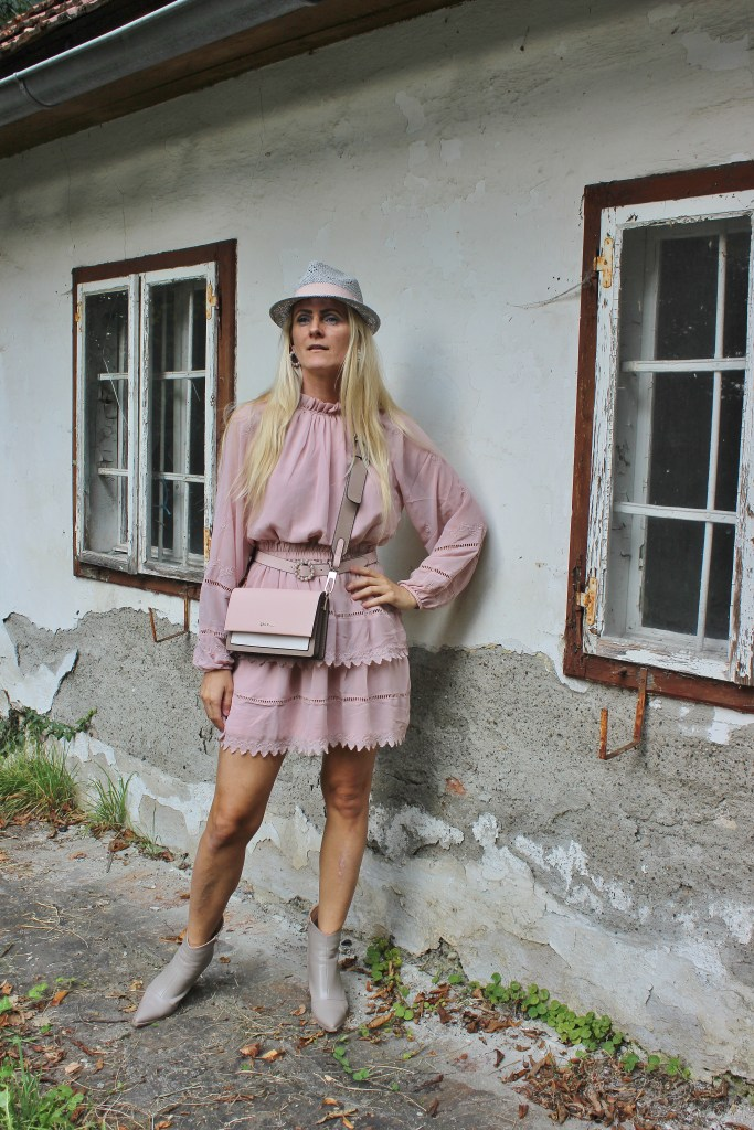 Altrosa Minikleid-Boots-Gino Rossi Tasche CCC Shoes and Bags-carrieslifestyle-Herbstlook-Tamara Prutsch