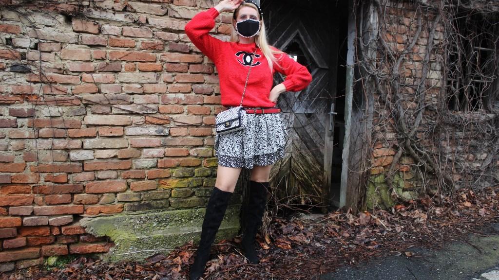 Trend Mundmasken-Modetrend Masken-Perlen-Maske mit Perlen-Overknee Boots-CCC Shoes and Bags-Chanel Bag-carrieslfiestyle-Tamara Prutsch