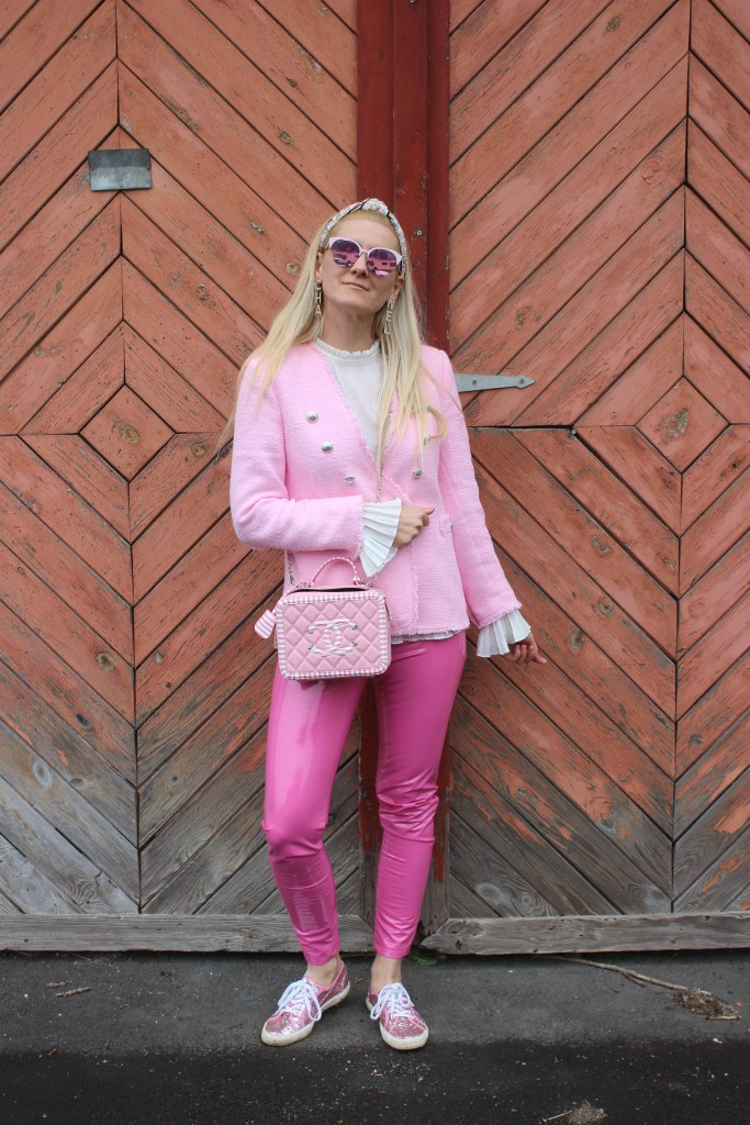 Barbie-Rosa bis Pink-Pantone Institut-Tweed Jacket Zara-Lederleggings Pink-Superga Glitter Sneakers-Carrieslifestyle-Tamara Prutsch
