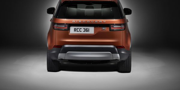 land-rover-discovery_studio_rear-1-2953-x-2219
