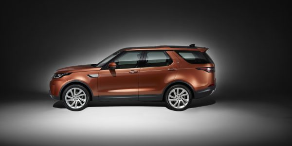 land-rover-discovery_studio_side-2953-x-2219