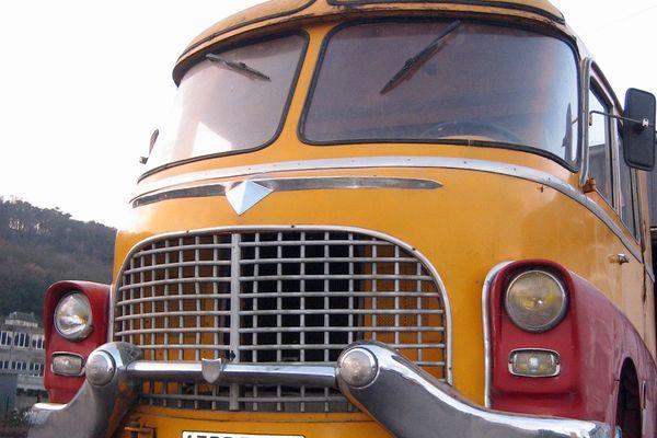 Rénovation d'un véhicule de cirque