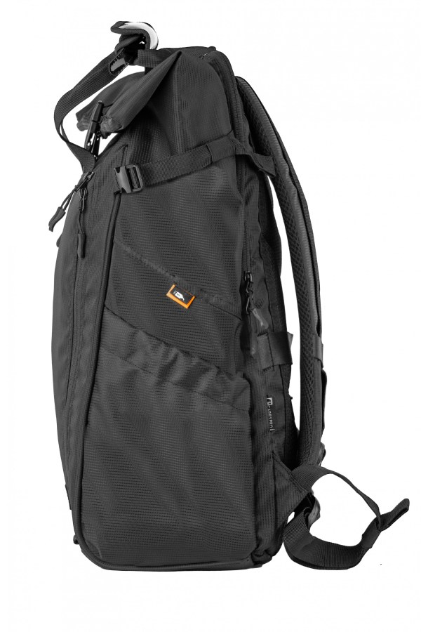 CarryPro HOBO25 side look with USB cable outlet