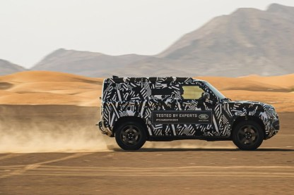 defender - land rover defender 01 - Defender goes on a desert bender
