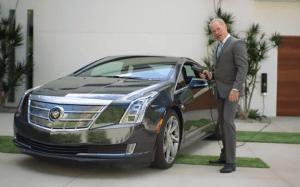 Cadillac-ELR-ad-poolside