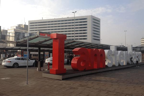 Tesla-Model_S-EV-taxi-Schiphol-Amsterdam-Airport