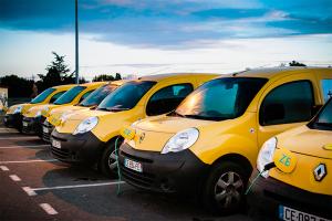 Renault_Kangoo_ZE-La_Poste-electric-cars