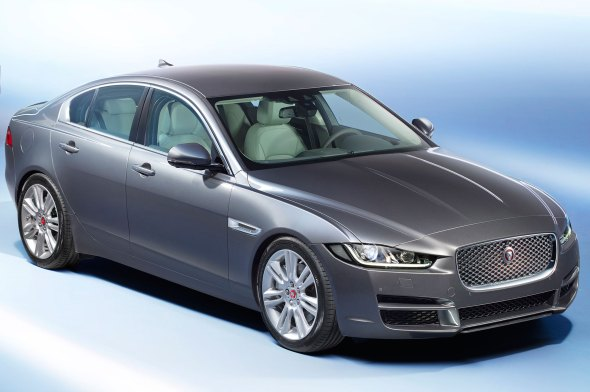 2016-jaguar-xe-front-three-quarter-view-5