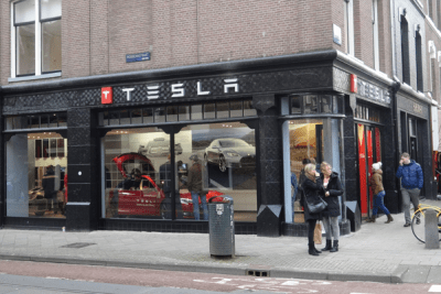 European-car-sales-august-2015-Tesla-dealership