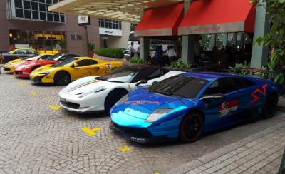 Lamborghini Murcielago SV, Ferrari 458 Italia, McLaren 650S, Ferrari 599. Singapore street scene