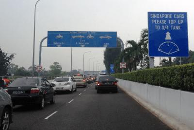 Singapore Malaysia border, top-up fuel