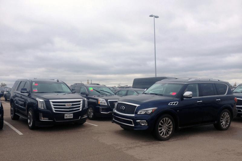 Cadillac_Escalade-Infiniti_QX80-Texas-USA-street_scene-2015