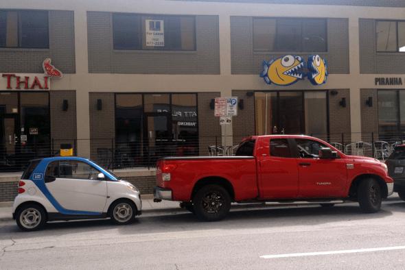 Toyota_Tundra-Smart_Fortwo-Texas-USA-street_scene-2015