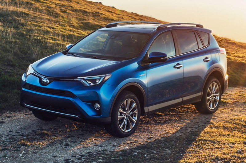 2016-Toyota-RAV4-Hybrid-front-three-quarter-view