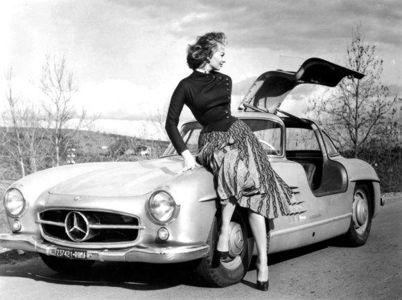 Sophia Loren Mercedes 300 SL Gullwing 08