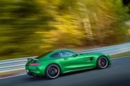 AMG GT R; 2016; Rennstrecke; Exterrieur: AMG Green Hell magno; neuer AMG Panamericana Grill ;Kraftstoffverbrauch kombiniert: 11,4 l/100 km, CO2-Emissionen kombiniert: 259 g/km AMG GT R; 2016; race track; Exterior: AMG Green Hell magno, new AMG Panamericana radiator grille; Fuel consumption, combined: 11.4 l/100 km, CO2 emissions, combined: 259 g/km