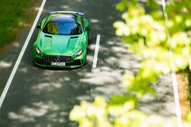 AMG GT R; 2016; Landstraße; Exterrieur: AMG Green Hell magno; neuer AMG Panamericana Grill ;Kraftstoffverbrauch kombiniert: 11,4 l/100 km, CO2-Emissionen kombiniert: 259 g/km AMG GT R; 2016; country road; Exterior: AMG Green Hell magno, new AMG Panamericana radiator grille; Fuel consumption, combined: 11.4 l/100 km, CO2 emissions, combined: 259 g/km