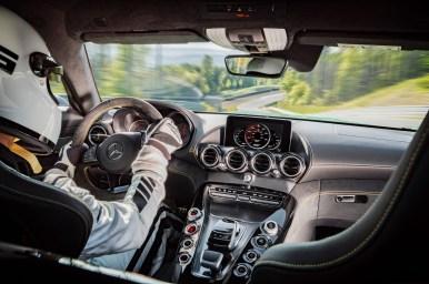 AMG GT R; 2016; Rennstrecke; Interieur: Leder Nappa/Mikrofaser Dinamica Schwarz, Carbon Zierteile ;Kraftstoffverbrauch kombiniert: 11,4 l/100 km, CO2-Emissionen kombiniert: 259 g/km AMG GT R; 2016; race track; Interior: nappa leather / DINAMICA microfibre upholstery, carbon-fibre trim parts; Fuel consumption, combined: 11.4 l/100 km, CO2 emissions, combined: 259 g/km