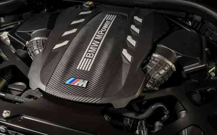 X5 2022 A 4.4-liter twin-turbocharged V8 engine powers BMW's xDrive