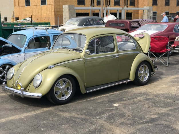 Sunday Cruisin' Buffalo Wings & Rings VW