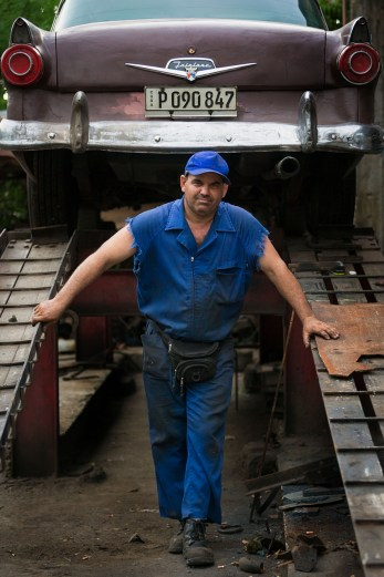 Havana mechanic Oscar Lu's Rodr'giez belongs to a tradition of Cuban mechanics that piece together parts from several different brands of automobiles to keep the Cuba's aging automobile fleet on the road. (David Albers/Staff)