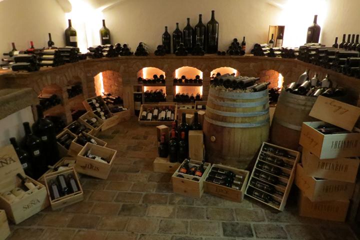 Colección de buenos vinos en el Hotel Kitzhof Mountain Design Resort