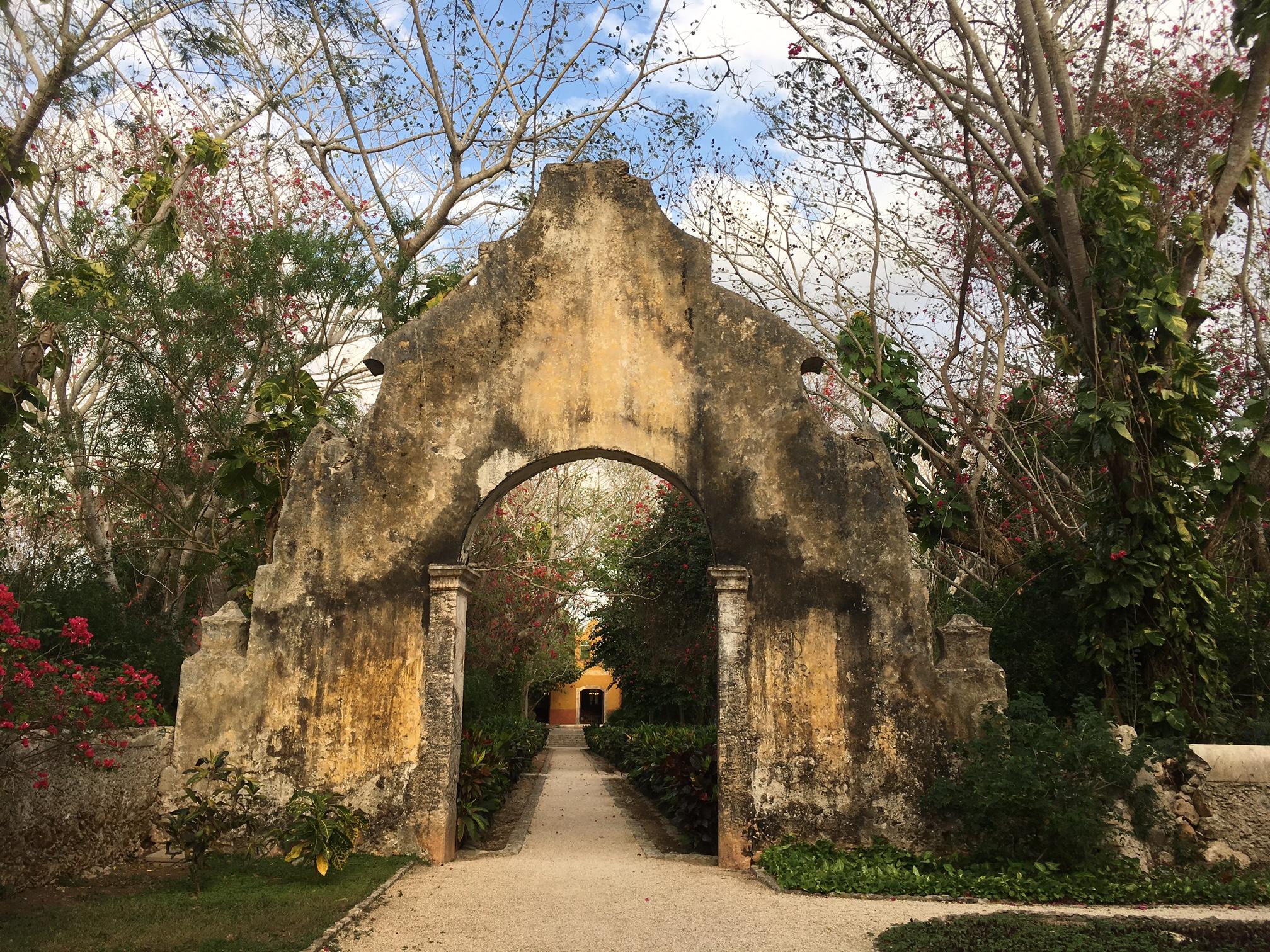 Entrada de la Hacienda San José Cholul