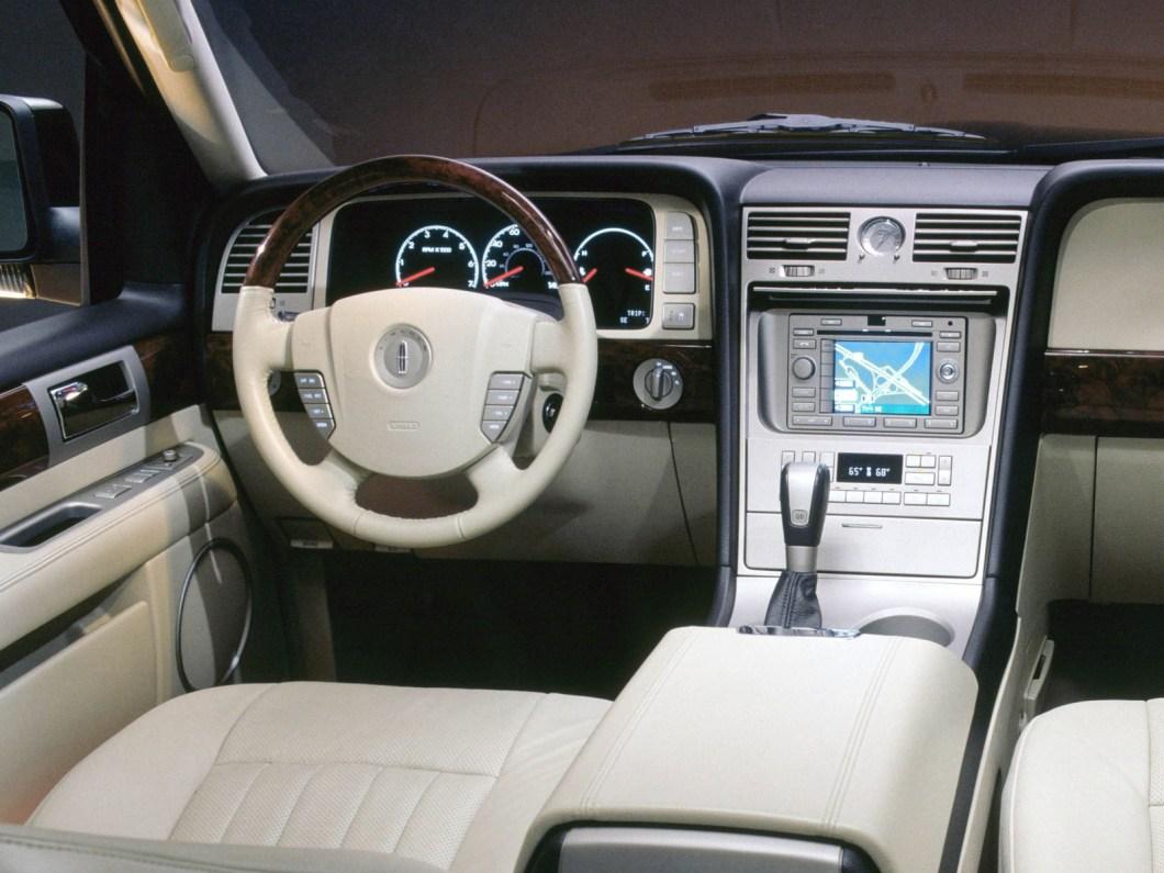 Interior lincoln navigator 2006 for Lincoln navigator interior dimensions