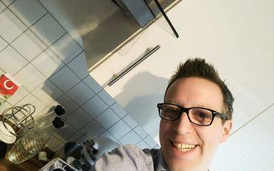 Das Wochenende steht vor der Tür, Einkäufe erledigt, die ersten Vorbereitungen für ein kleines Menü getroffen :-) Wenn ihr wollt, sehen wir uns morgen zwischen 11-14 Uhr im QVC Outlet Store Düsseldorf (Wehrhancenter). Zusammen mit Ideen mit Herz starten wir dort eine tolle Gewinnaktion und ab Sonntag sehen wir uns immer sonntags von 10-12 Uhr zusammen mit Valeska auf QVC Deutschland zu einer tollen Weihnachtsshow…. Meine Güte, was ist das alles aufregend :-) Habt ein tolles WE!