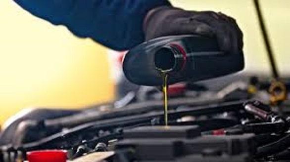 selain-oli-mesin,-ini-4-jenis-oli-yang-wajib-diganti-bagi-mobil-matik