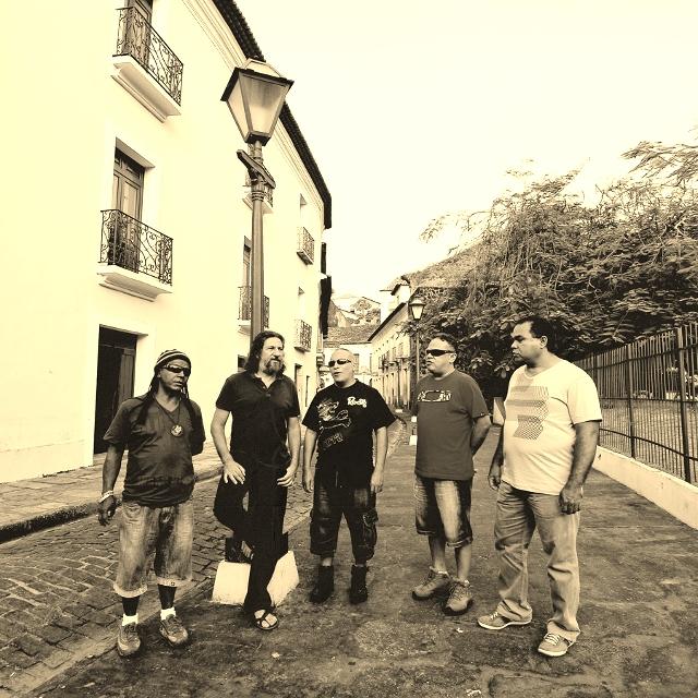 Banda 'Tribo de Jah' traz o som e o clima do reggae para bar